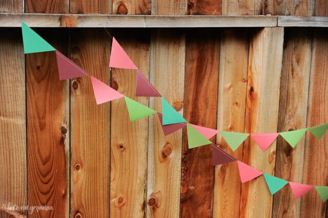 East Right-Angle Paper Pennants Tutorial
