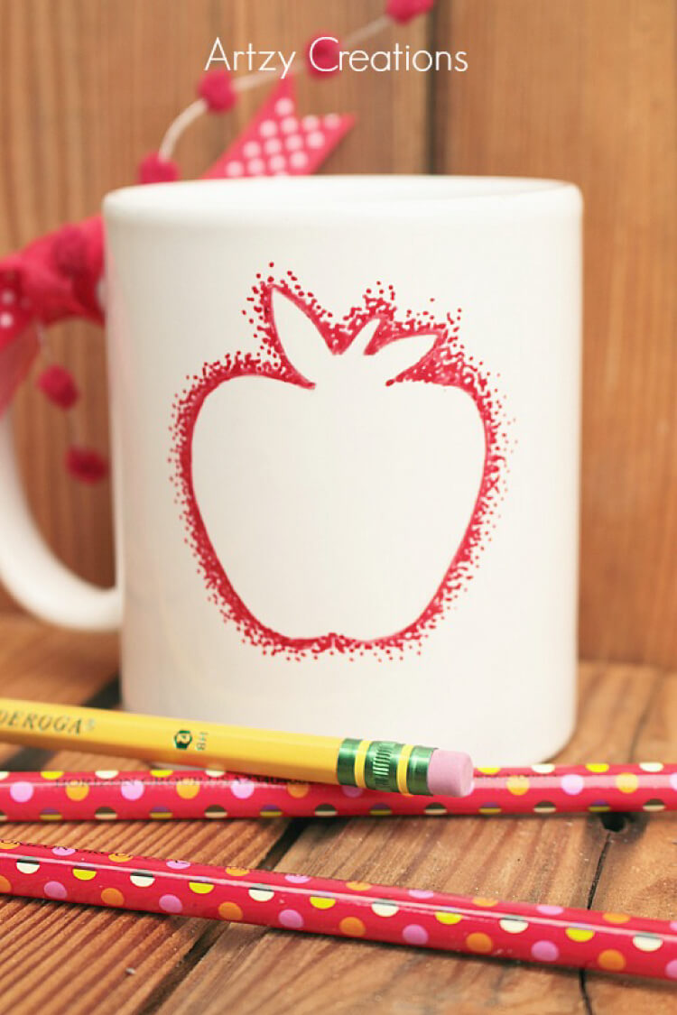 This back to school teacher's mug makes the perfect gift -- and it's super quick and easy!