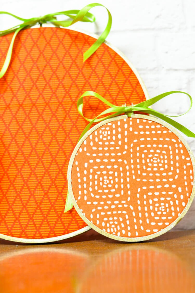 Decorate in a flash -- these easy pumpkin embroidery hoops take less than 15 minutes to make!