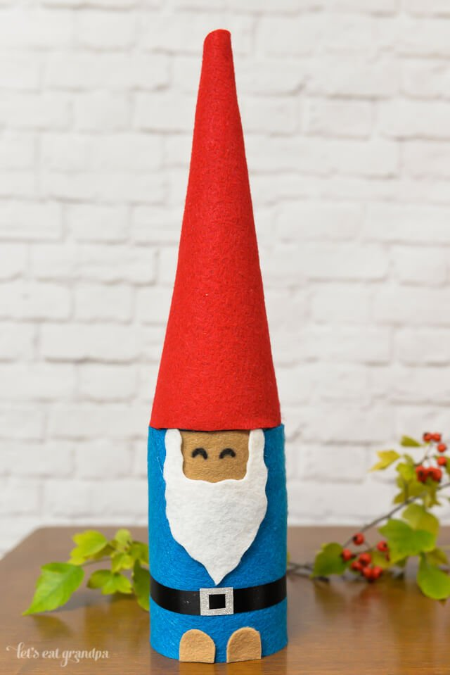Make this little gnome with a mason jar and some felt!