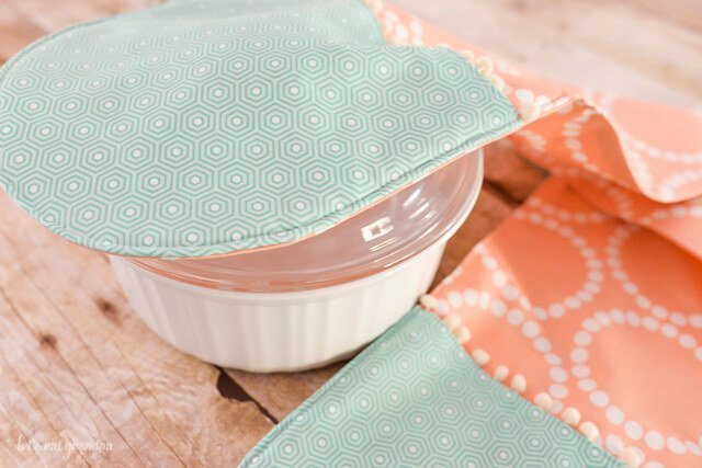 This casserole pot holder has two connected hot pads, perfect for carrying your favorite casserole to a potluck! This is a great beginner project and makes a great gift!