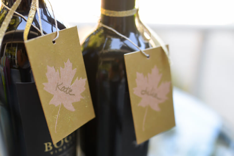Make these easy fall leaf gift tags -- perfect for a handmade or hostess gift!