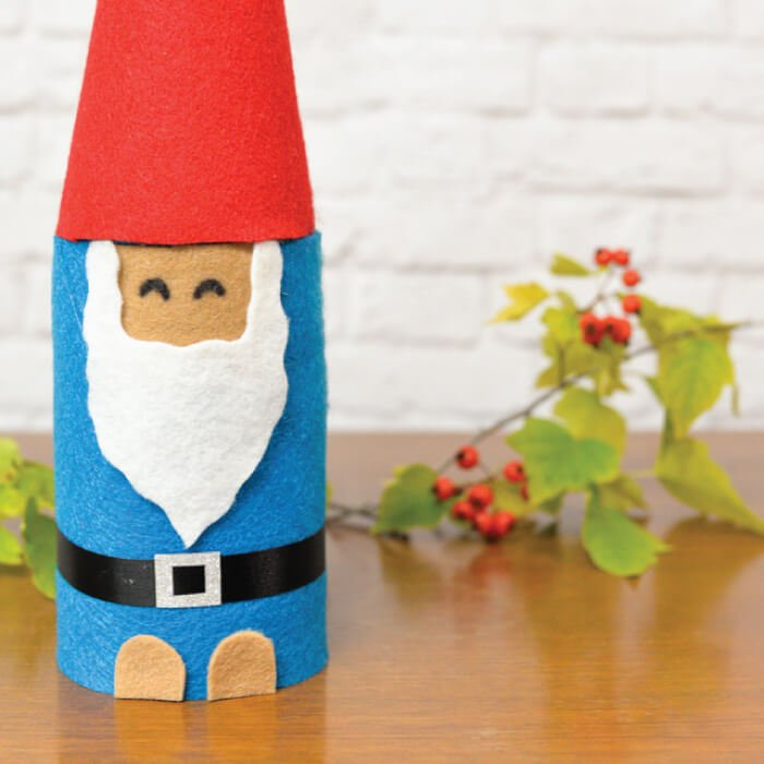 This Christmas Gnome is made from a mason jar and felt! A quick Christmas craft that makes a cute holiday gift idea!