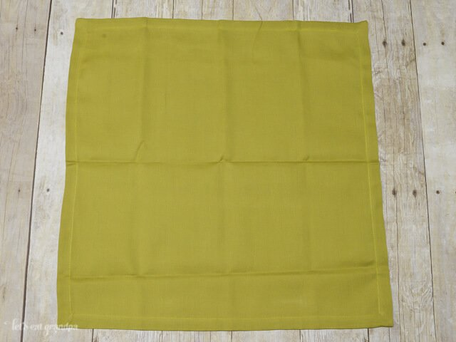 green napkin laid out