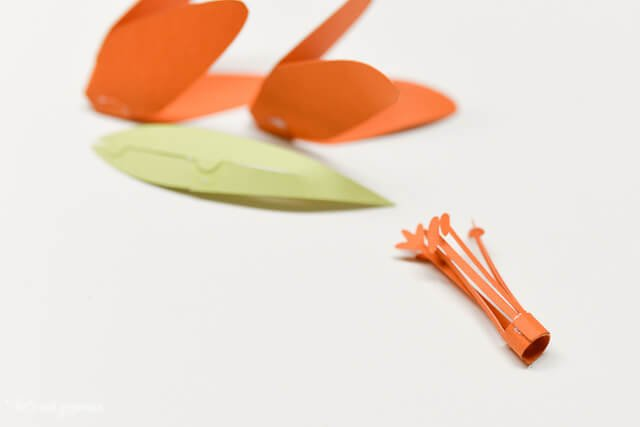 Detailed instructions on how to assemble the #Cricut 3D Flowers: Daffodil, Tiger Lily, Poppy, and Peony