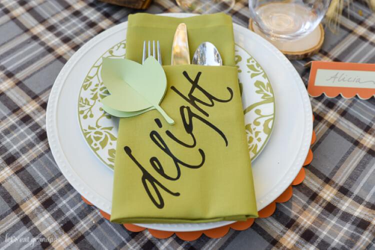 Thanksgiving napkin place setting