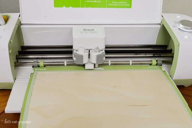 Cricut Explore machine cutting