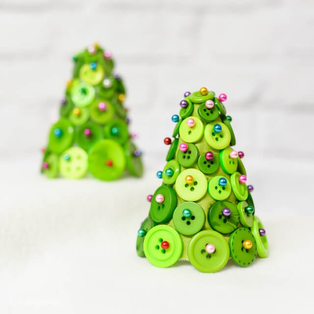 finished button tree Christmas craft pin image