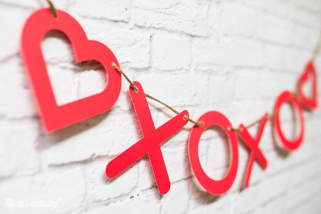 side view of XOXO DIY heart garland