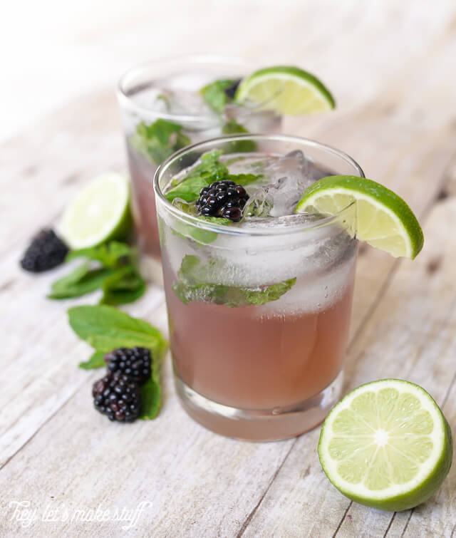 """This blackberry """"fauxjito"""" is the perfect drink for your pregnant friends at a party! Learn to make it, and get other pregnancy-friendly party tips."""