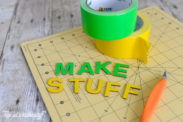 Take a boring box and turn it into a fun art supply crate with Duck Tape! #ad #DuckToSchool