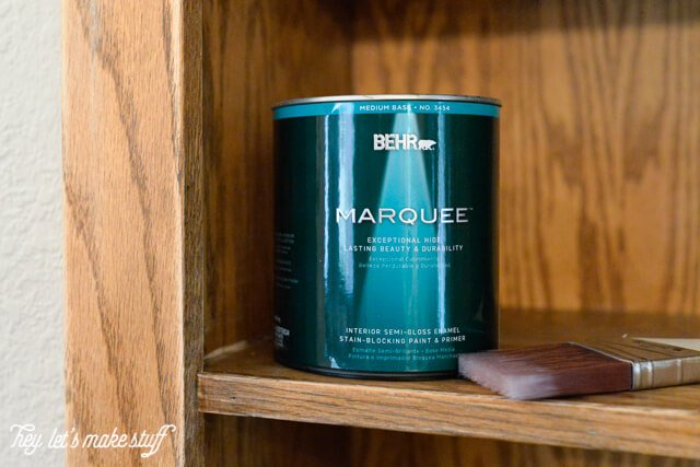 A dated oak bookshelf becomes a beautiful focal piece with BEHR Paint! #BEHR #BEHRMarquee #ad