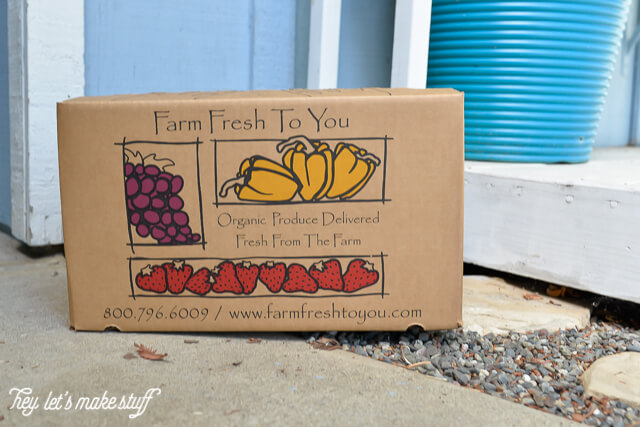 Farm Fresh to You offers home delivery of fruits, veggies and other farm-fresh foods! Perfect for the busy family that doesn't have time to hit the grocery store for fresh fruit and veggies as often as they'd like. #ad #FarmFreshToYou