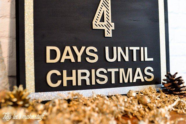 This simple modern glam Christmas Countdown is super easy to make -- it took me just 15 minutes!