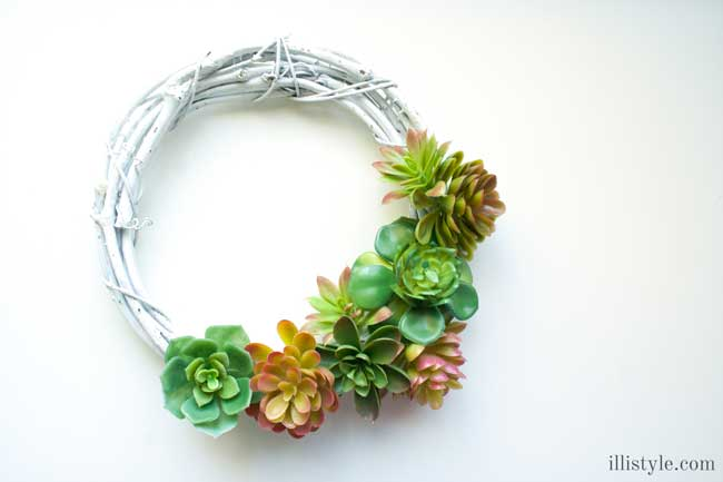 Easy Faux Succulent Wreath - Illistyle