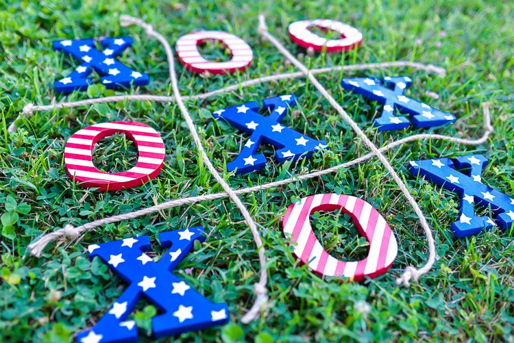 DIY 4th of July tic tac toe lawn game