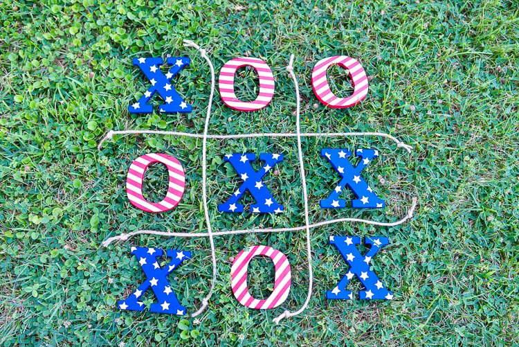 This 4th of July tic tac toe is the perfect easy-to-carry game to bring to a patriotic picnic, barbecue, or fireworks celebration!