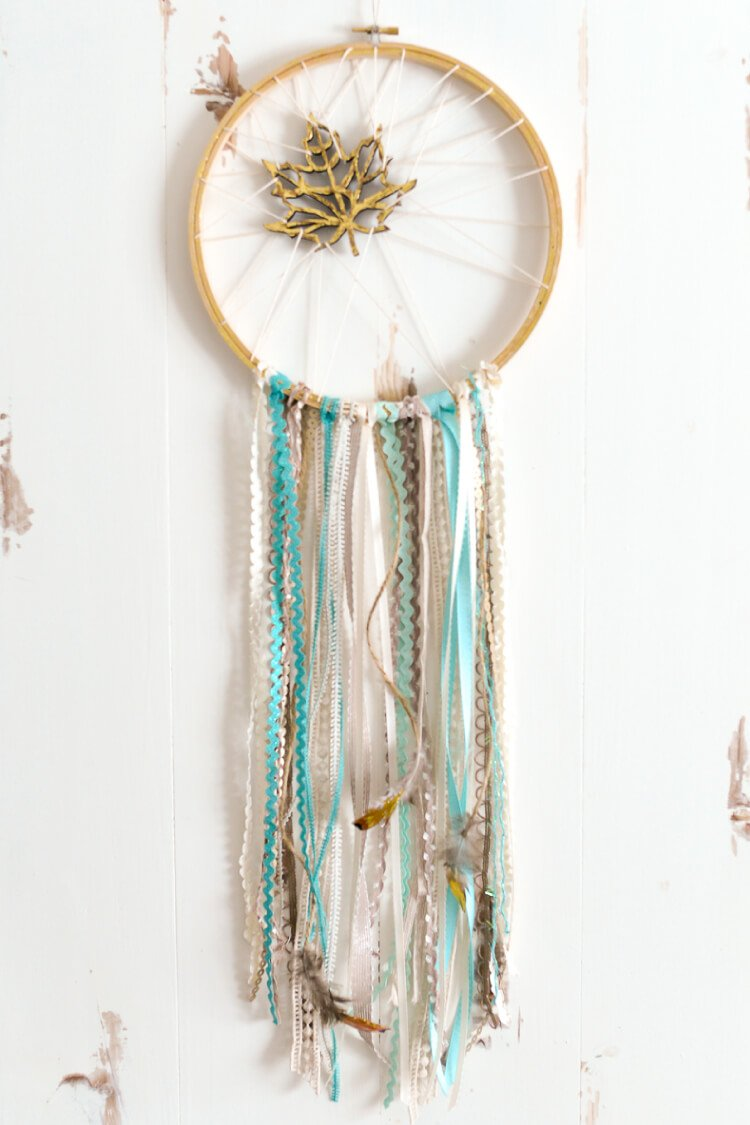 DIY Fall Dream Catcher -- If you love the delicate, boho style of a dreamcatcher, here are 10+ dreamcatcher tutorials for you to try to make your own!