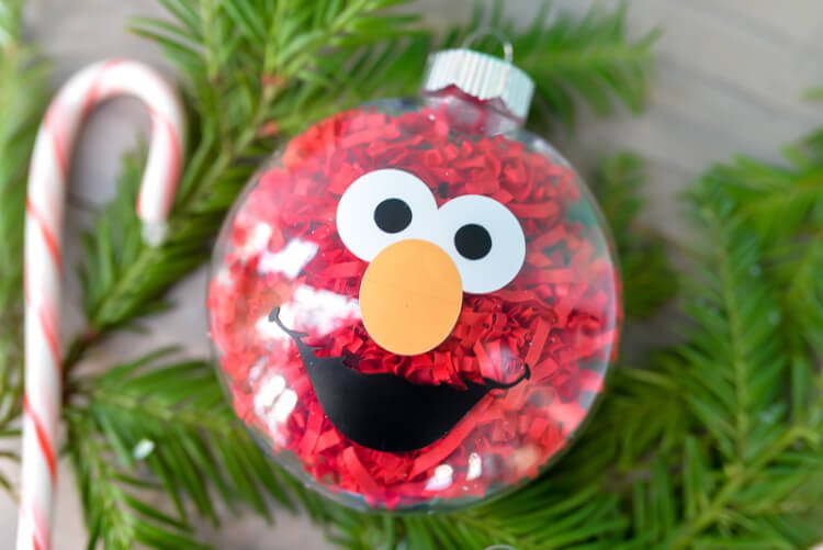 If your kids love Sesame Street, make these DIY Sesame Street Ornaments!  They are - DIY Sesame Street Ornaments - Hey, Let's Make Stuff