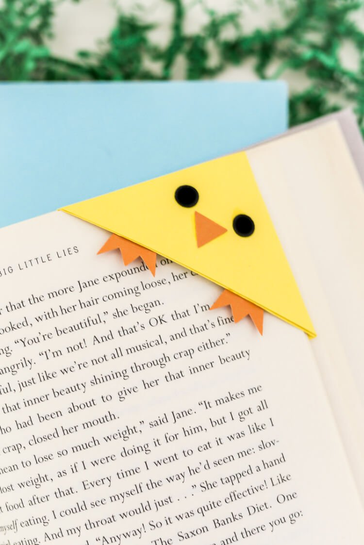 These Easter bookmarks -- a bunny and chick -- can either be cut on a Cricut or Silhouette or cut by hand! Get the free files that make the perfect handmade gift for any Easter basket.