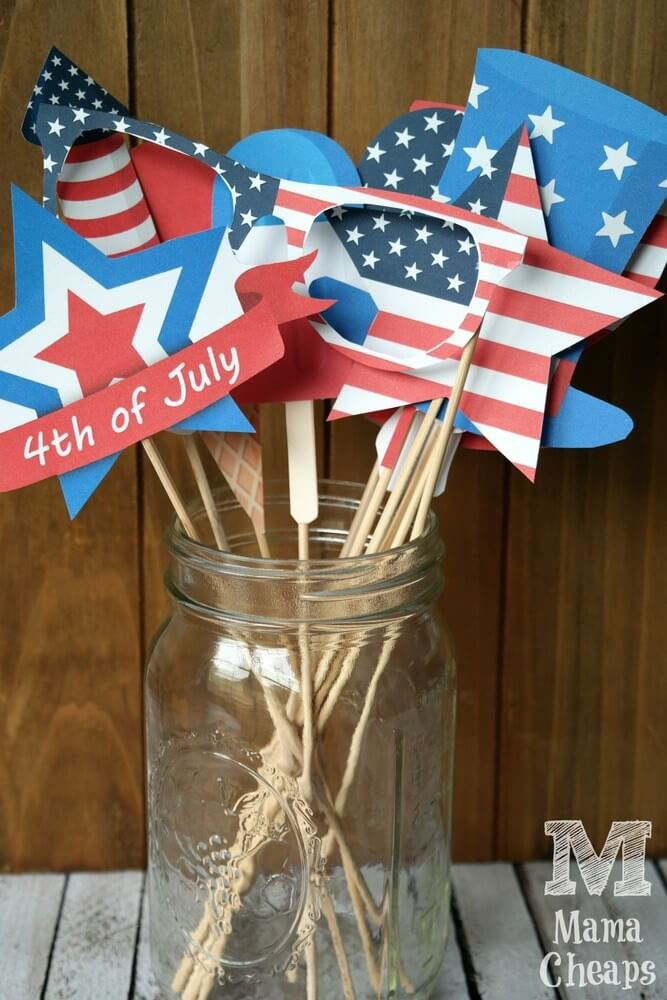 Mama Cheaps - 4th of July Photo Booth Props - Celebrate the 4th of July with these free patriotic printables! Get more than 20 red, white, and blue printables from your favorite bloggers!