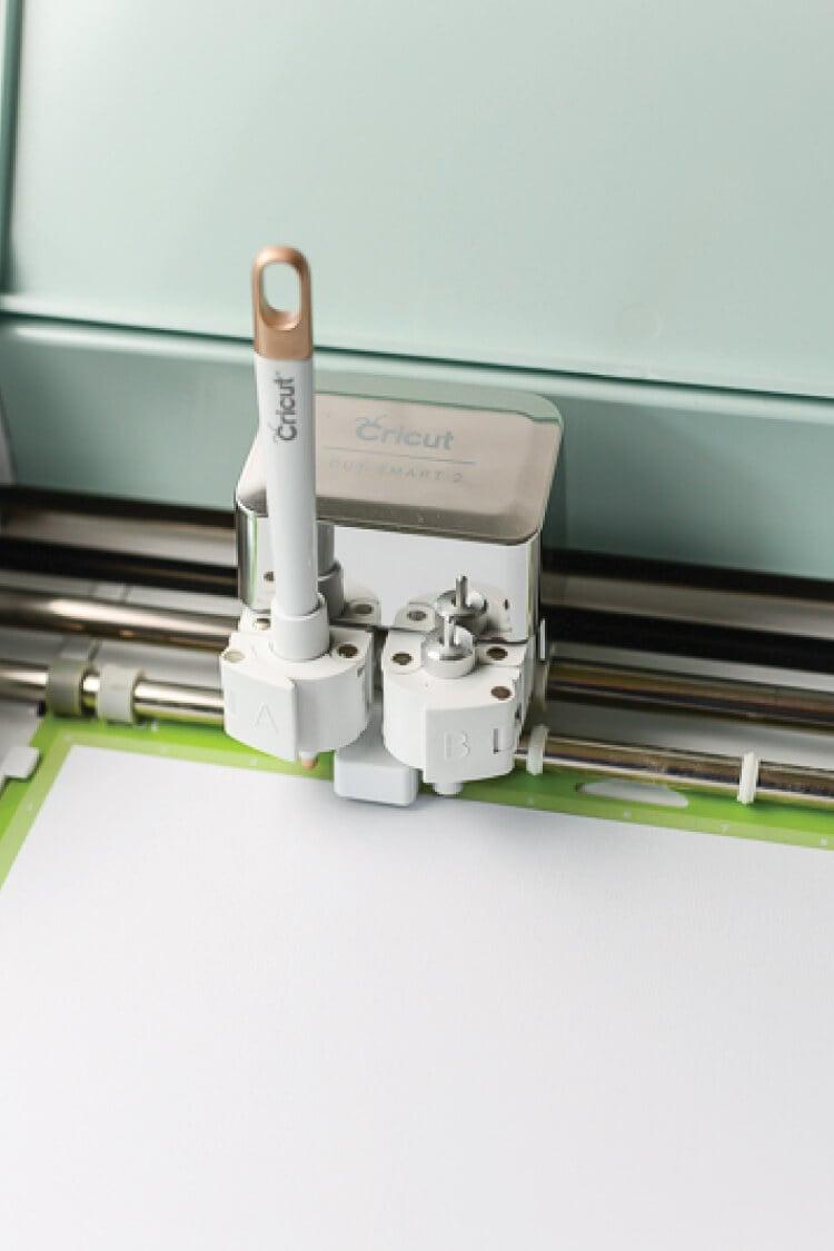 how to add a line in cricut design space