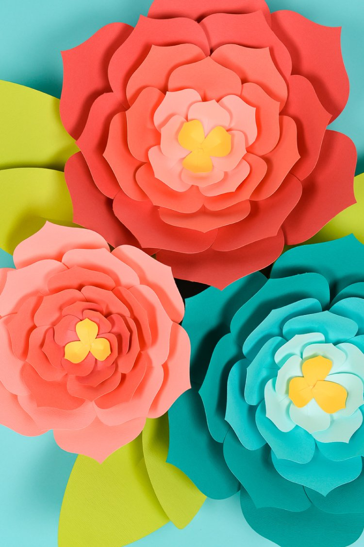 Giant paper flowers template tips and tricks to make it easy download this giant paper flower template hand cut or svg for the cricut and mightylinksfo