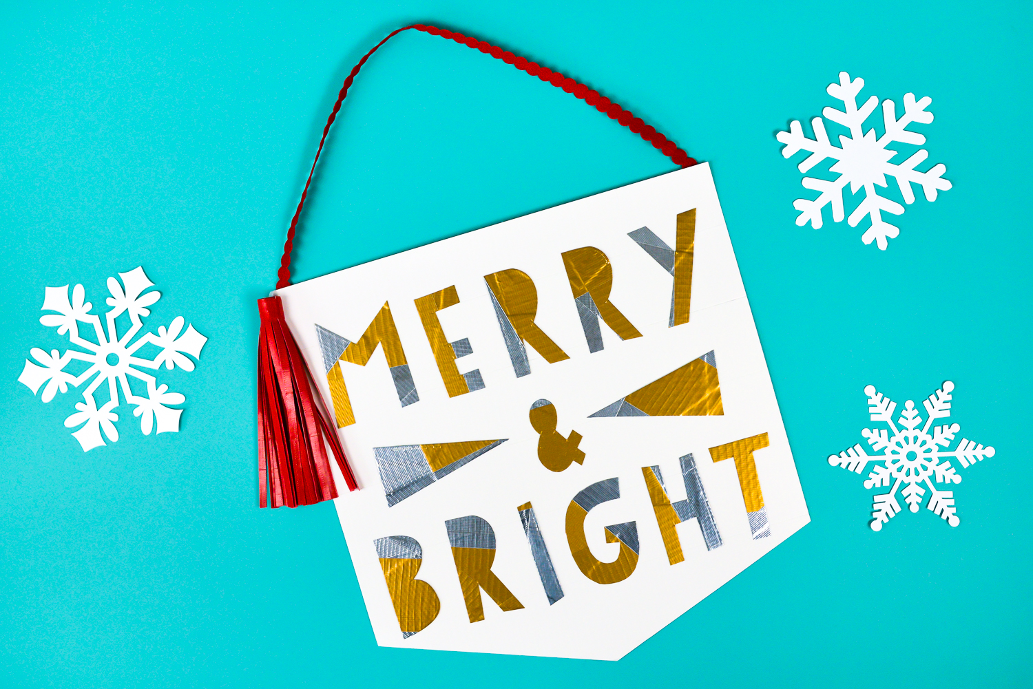 Get creative withDuck Tape® to make this cute patchwork-style DIY Christmas banner! Includes instructions for making the banner, letters, and tassel—all withDuck Tape!