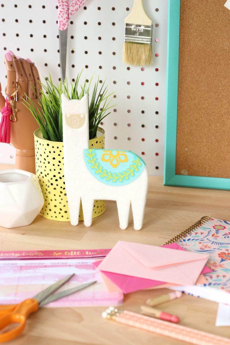 Show a little love for the llama! From party decorations to Valentine cards, this collection of llama crafts and DIY ideas has it all!