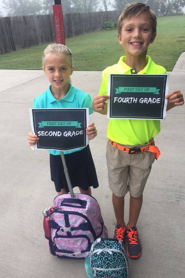 Passionforsavings.com gives you two different styles of printable first day of school signs to choose from, chalkboard or a more bold fun pattern.