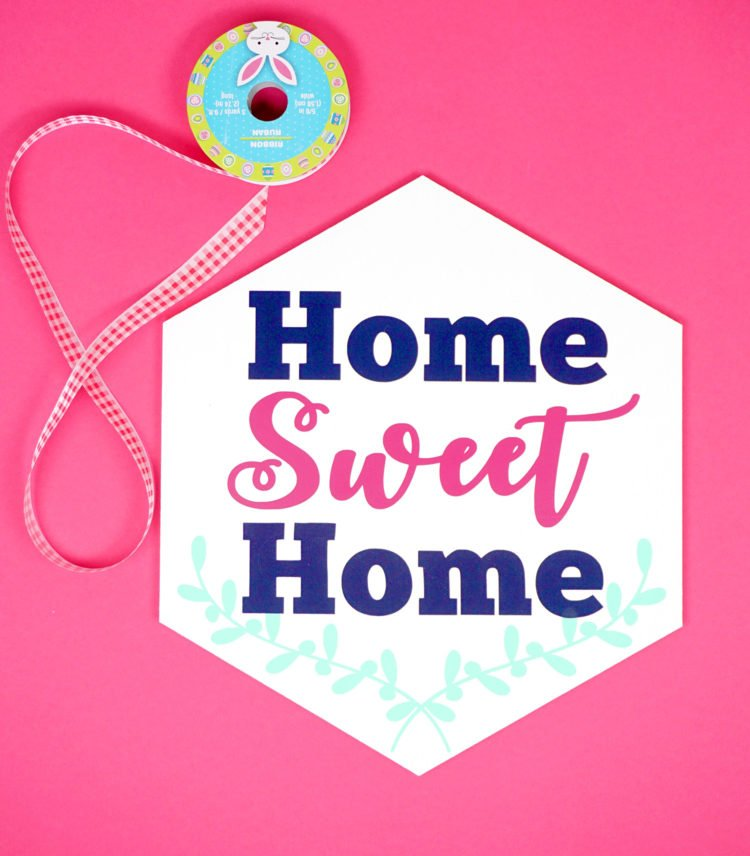 Welcome your family and your friends to your casa with this cheery Home Sweet Home sign made with iron on vinyl and your Cricut. Happinessishomemade.com shares her tips and tricks.