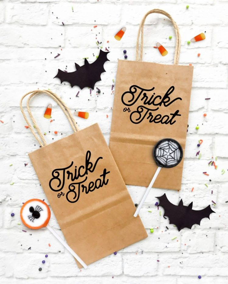Make your own Halloween trick or treat bags using these cut files and tips from pineapplepaperco.com. Your trick or treaters will love filling up their very own bags.