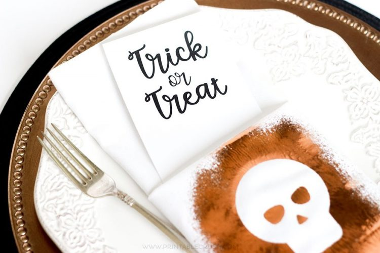 Create these stylish Foil Halloween Napkins from printablecrush.com using Thermoweb Spray Adhesive and a free SVG Cut File! They are perfect for all your Halloween table decor.