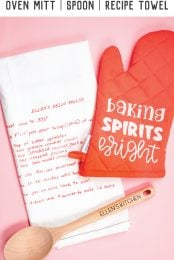 Want to make a personalized Christmas gift for your mom or other favorite baker? This DIY baking set includes an oven mitt, a keepsake towel with a family recipe and customized baking spoon, all made with your Cricut and iron on vinyl!