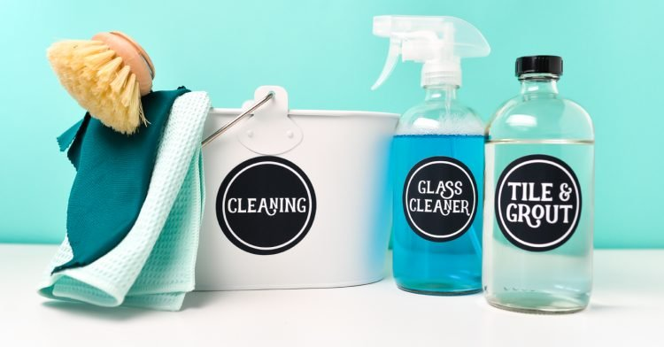 Printable vinyl project: labels for cleaning supplies