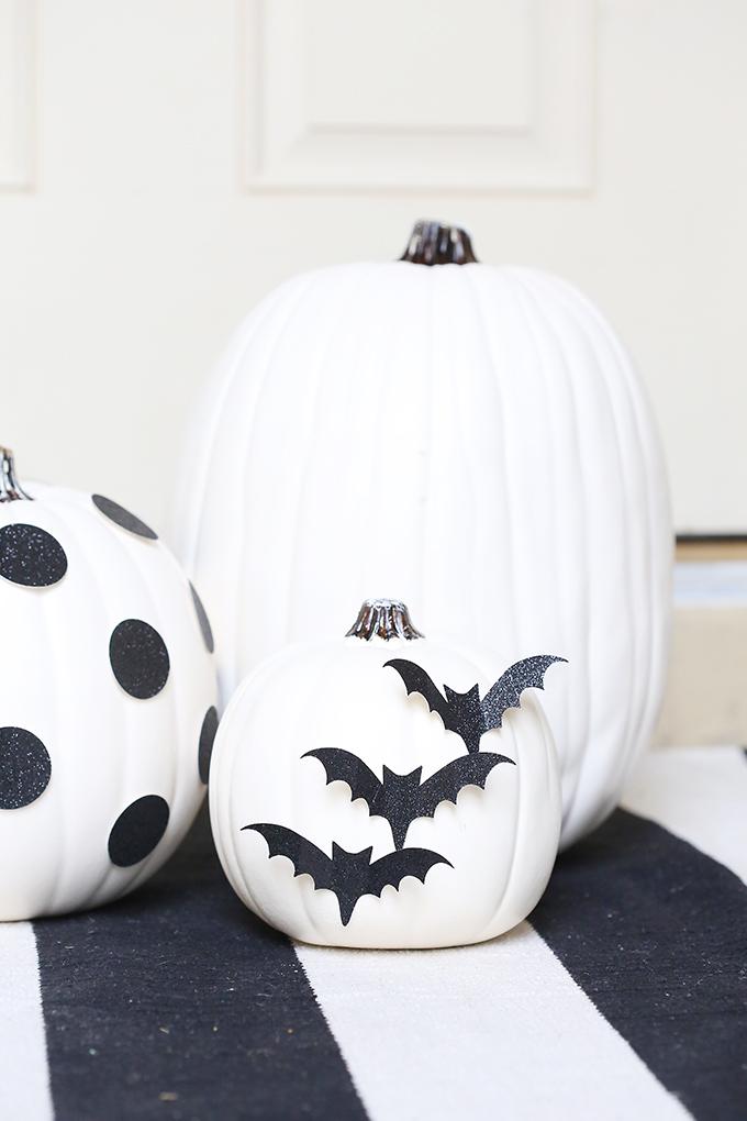 black and white pumpkin decor
