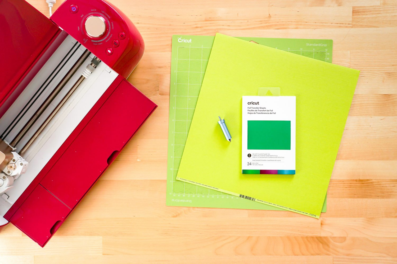 Supplies needed: Cricut, mat, cardstock, green foil, foil tool